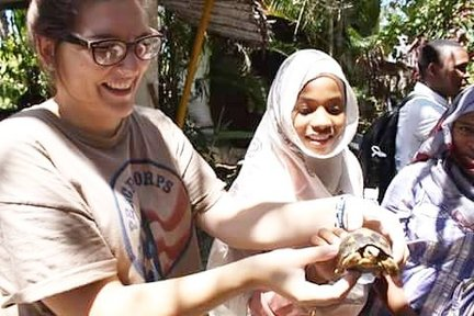 Bea Heiderman showing a turtle to a group of girls